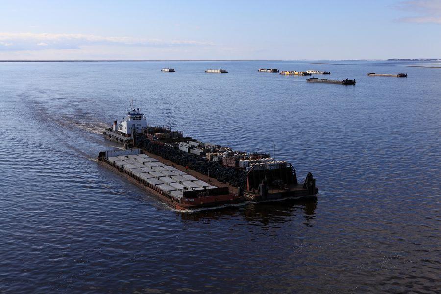Доставка грузов по воде речным транспортом